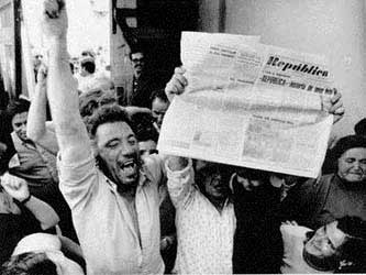 0425.1974_Portugal-newspape